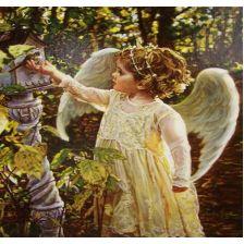 Ангелок кормит птичку