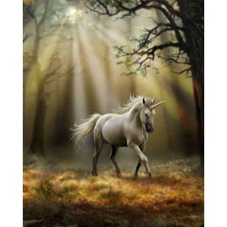 Алмазная вышивка Единорог в мрачном лесу